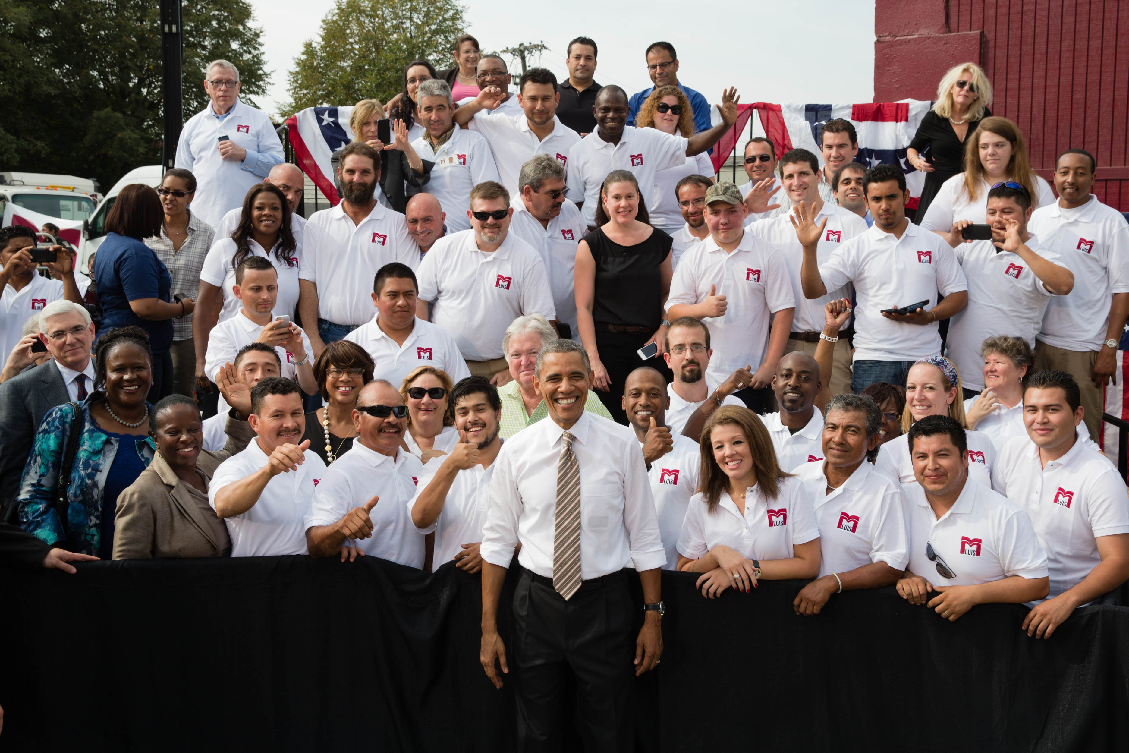 President Obama and employees of M Luis in a group photo